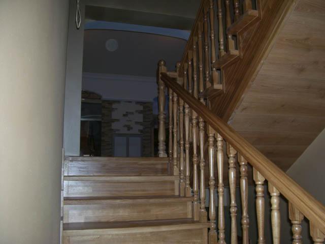 Стоимость деревянных столбов и деревянных балясин из ясеня
